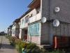 Клумбы около многоквартирных домов радуют глаз